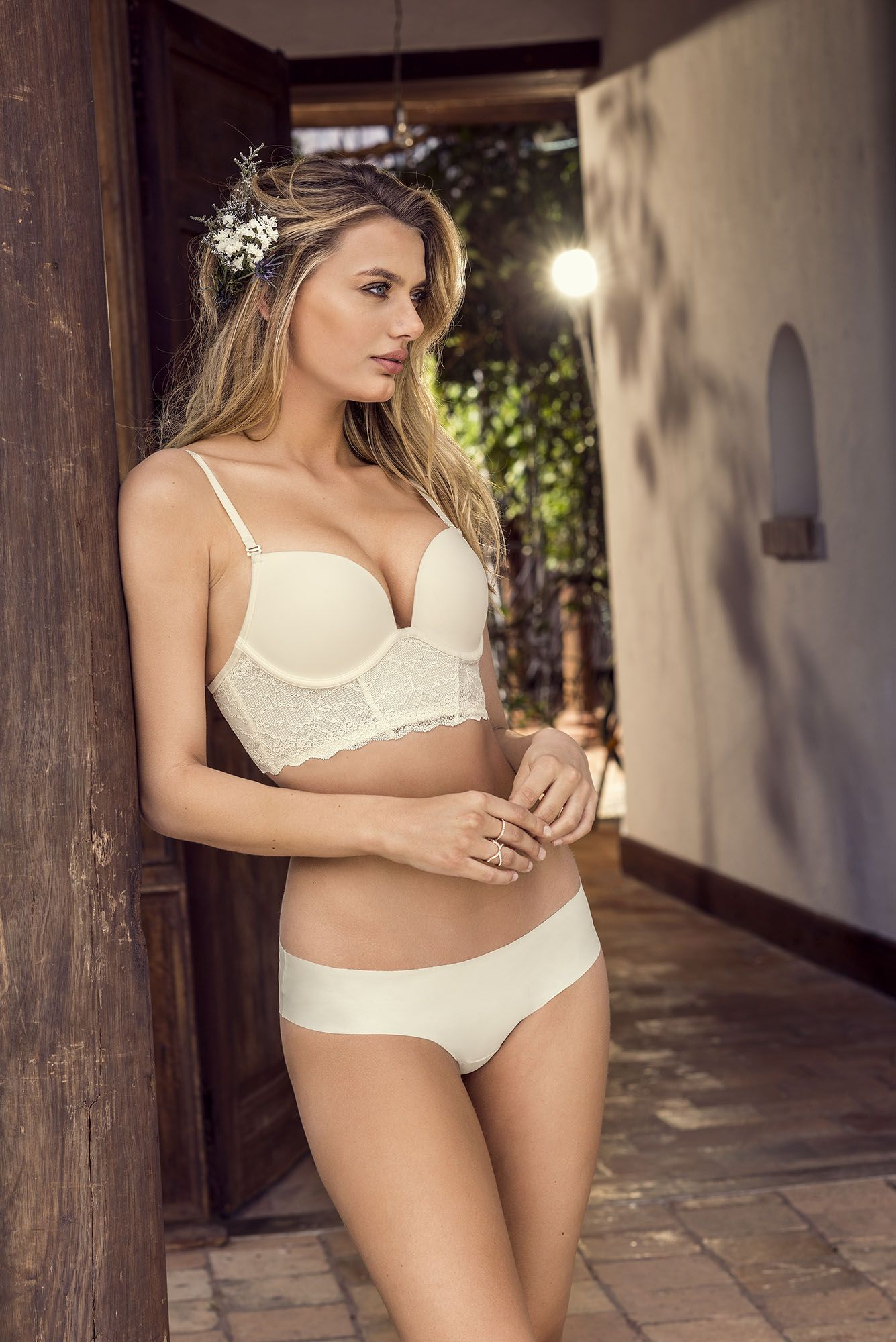 6cd823f8a654 Discover our lingerie for brides // Descubre nuestra lencería ideal ...