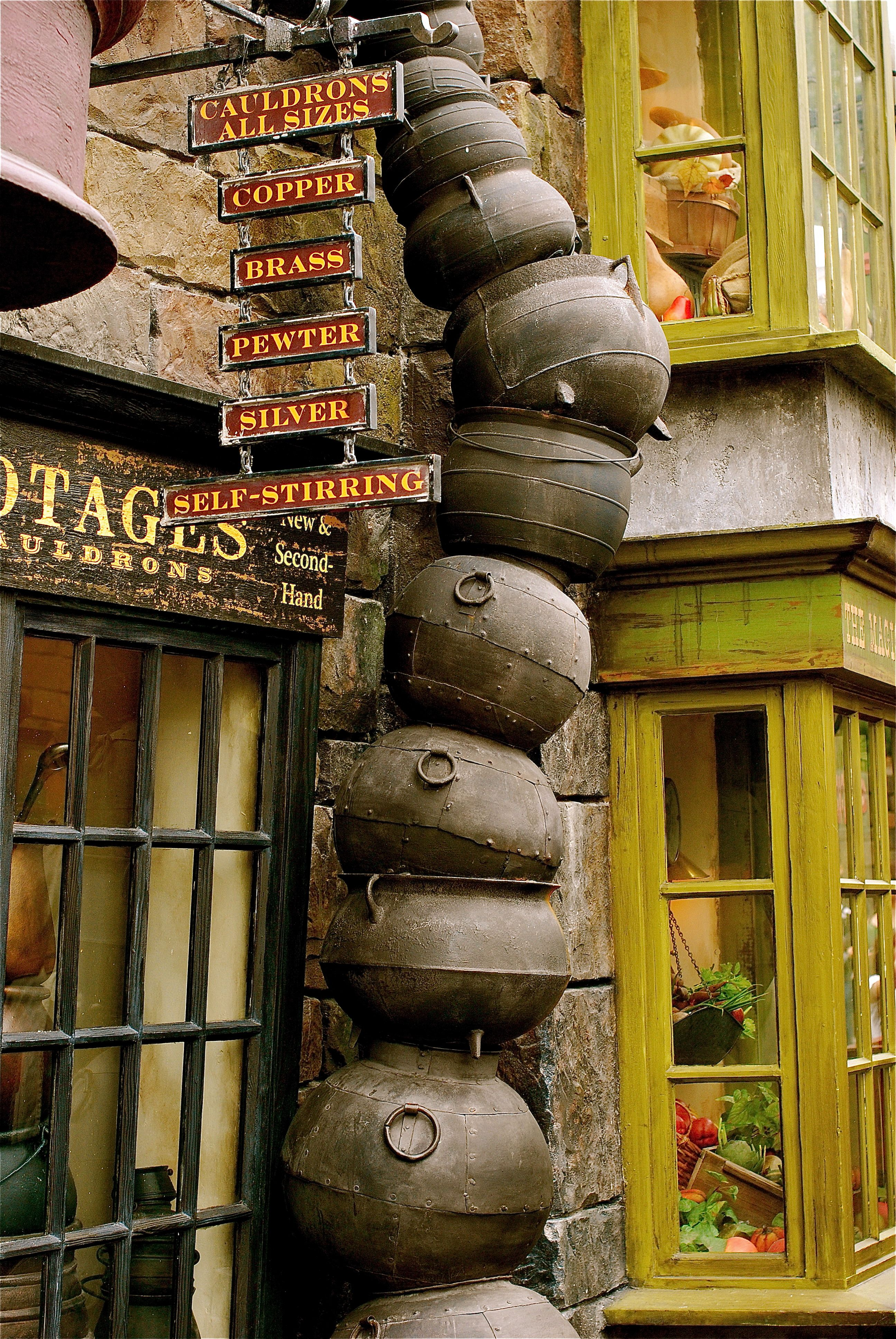 cauldron stack outside potages at diagon alley universal studios florida ohh randomness. Black Bedroom Furniture Sets. Home Design Ideas