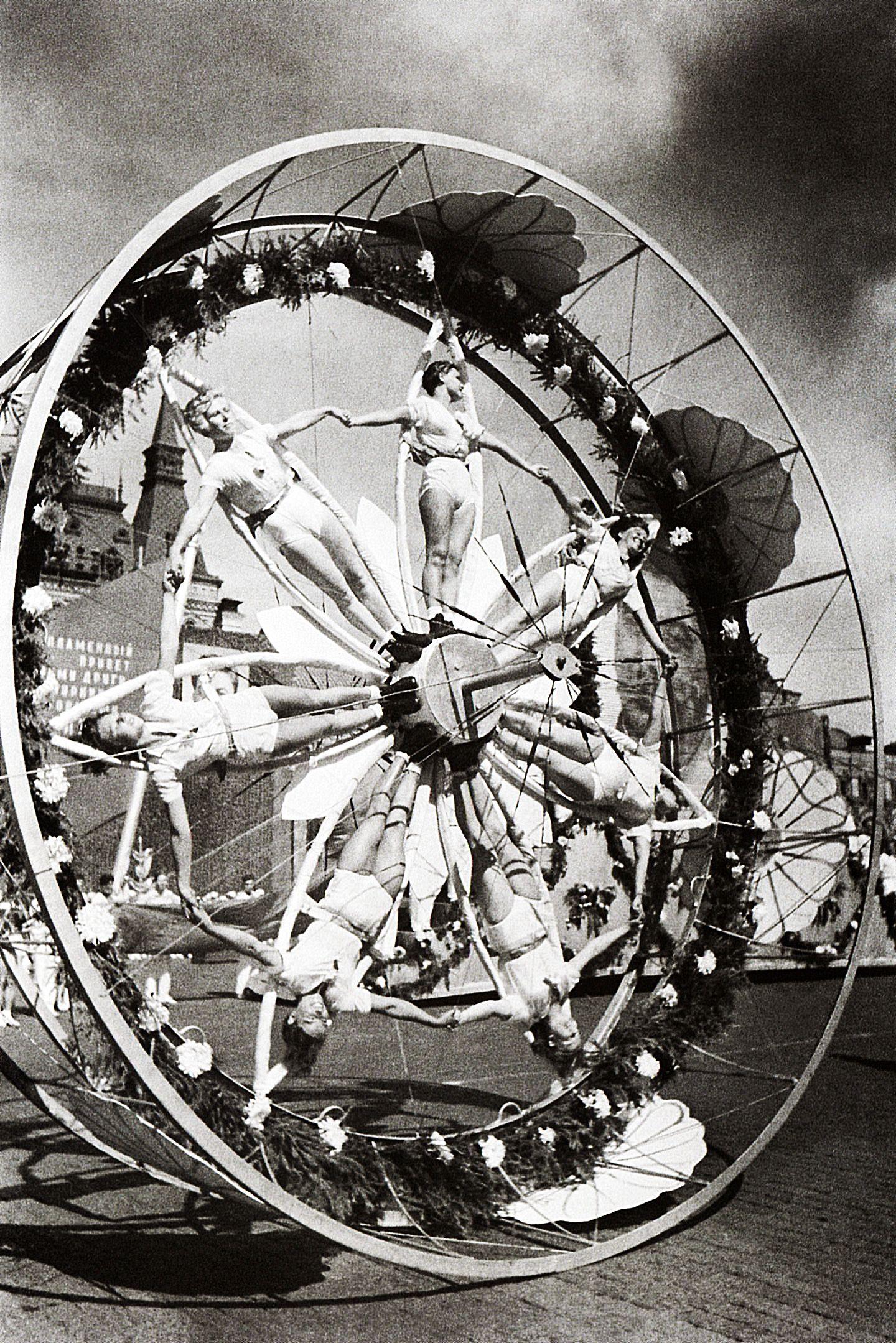 Колесо. 1936 г.