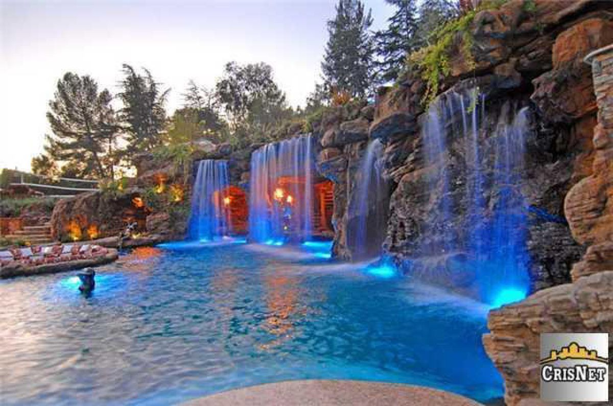swimming pool with waterfalls _ drakes new bachelor pad in hidden hills california 01