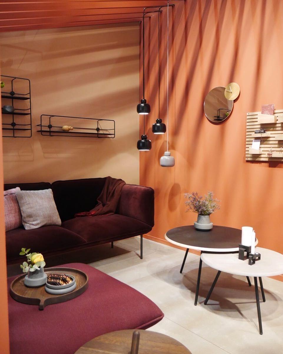 salon terracotta marsala coloré mur de couleur orange canapé ...