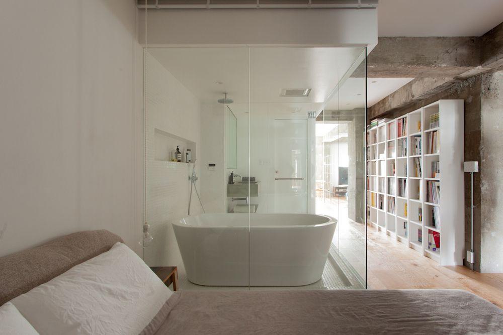 Ecodecoのリノベーション事例 ベッドルームから見えるバスルーム