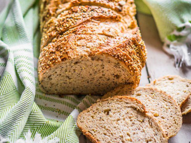 Ob als Beilage, in Aufläufen oder in einer Gemüsepfanne - die Zubereitung von Quinoa ist schnell und unkompliziert. Wir verarbeiten das Superfood diesmal zu einem leckeren, glutenfreien Brot. Wie das funktioniert, zeigen wir euch jetzt.
