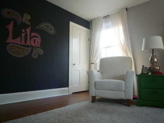 Chalkboard painted wall great idea for a kids room! Kids - schlafzimmer schön gestalten