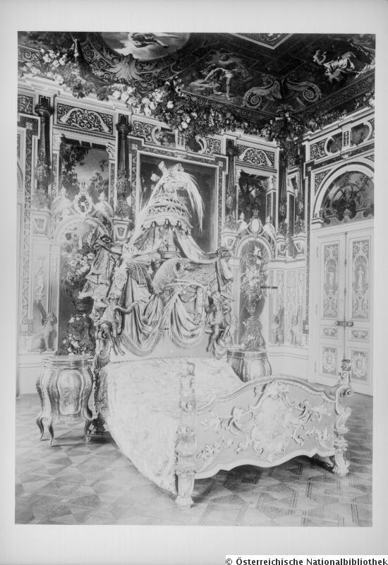 Schlafzimmer mit Prunkbett der Kaiserin Elisabeth. 1900