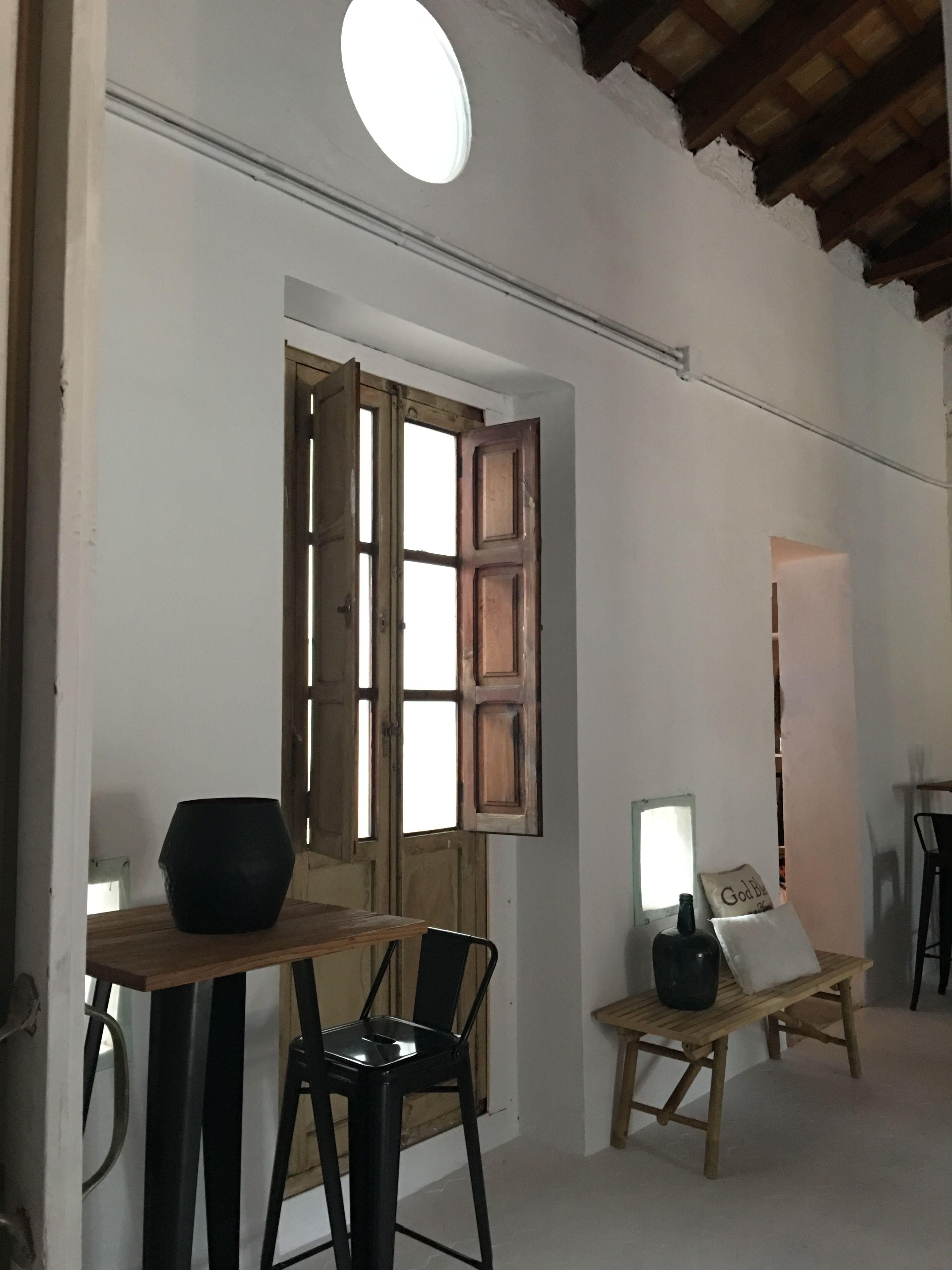 www.belindaduart.es  Mesas altas y taburetes tolix  Alquiler y venta de mobiliario.