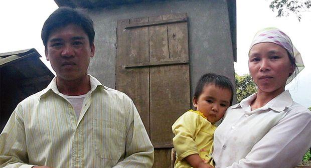 """Vu Thi Liem: """"Estamos muy contentos con la letrina porque vemos el gran cambio que ha supuesto para nosotros"""" http://bit.ly/1bovasn"""