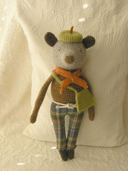 crochet mouse.