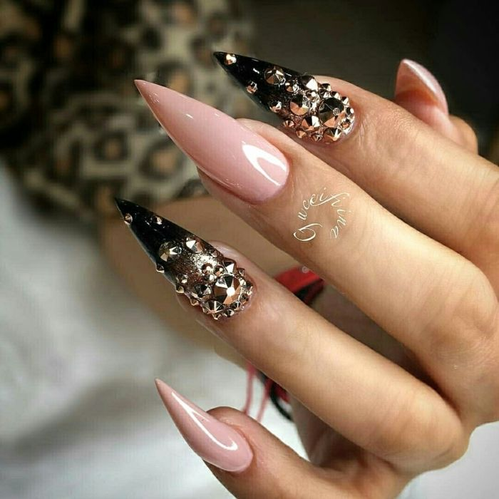 Más de 50 imágenes de uñas largas decoradas con diferentes