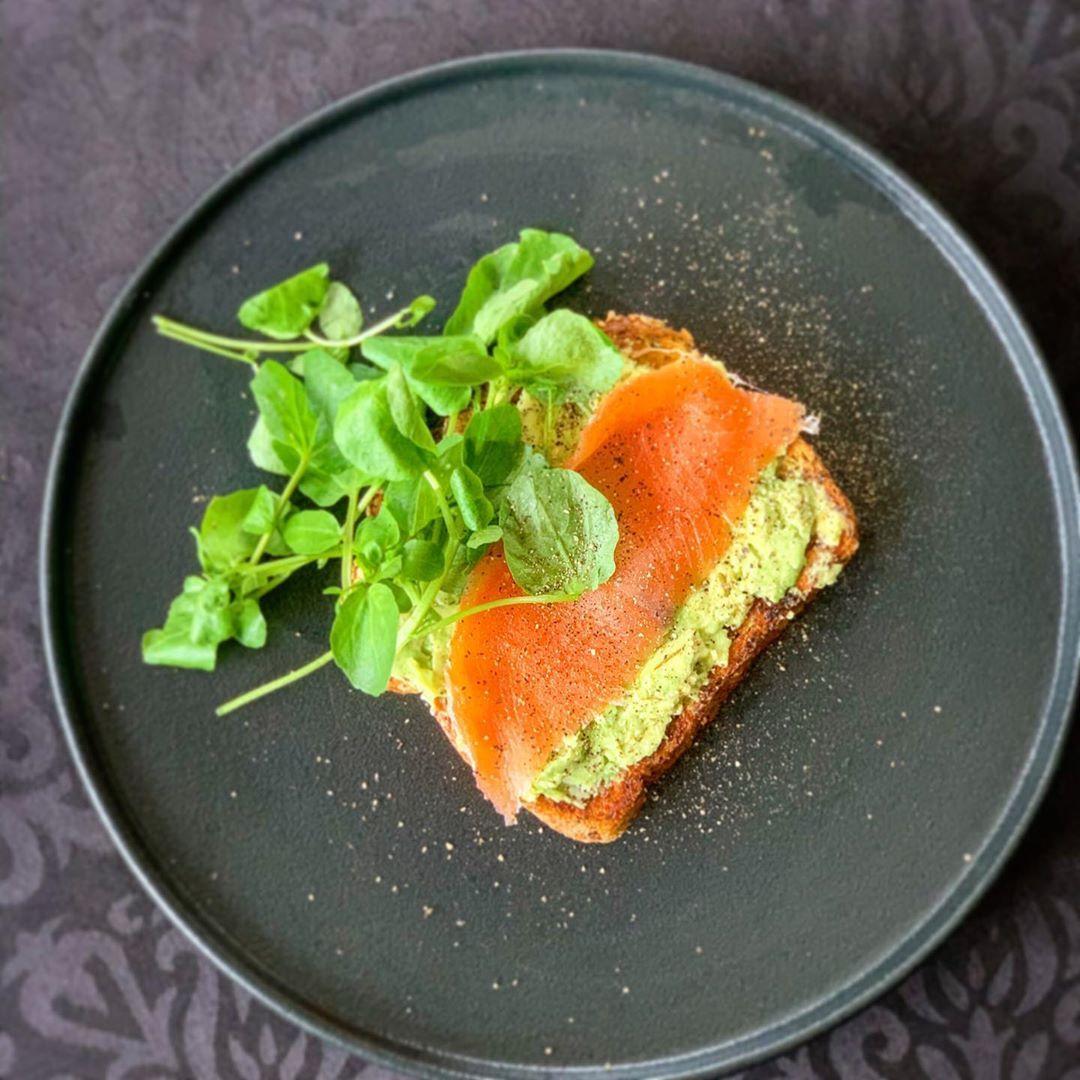 Avocado on toast with smoked salmon 🍴😋💪 . . . .