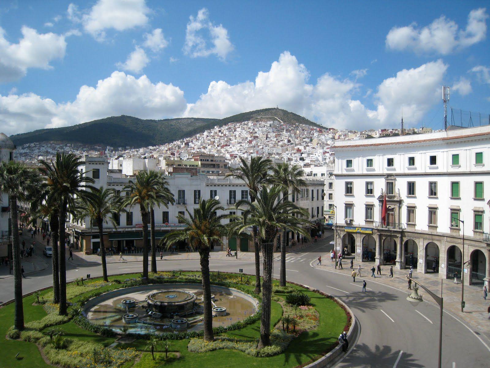 Tetuán La Paloma Blanca Plaza Primo La Medina Al Fondo Patrimonio De La Humanidad Marokko Welt