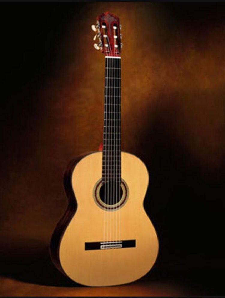 La guitara es used in la música de español  --- http://www.classicalguitarmidi.com/history/guitar_history.html