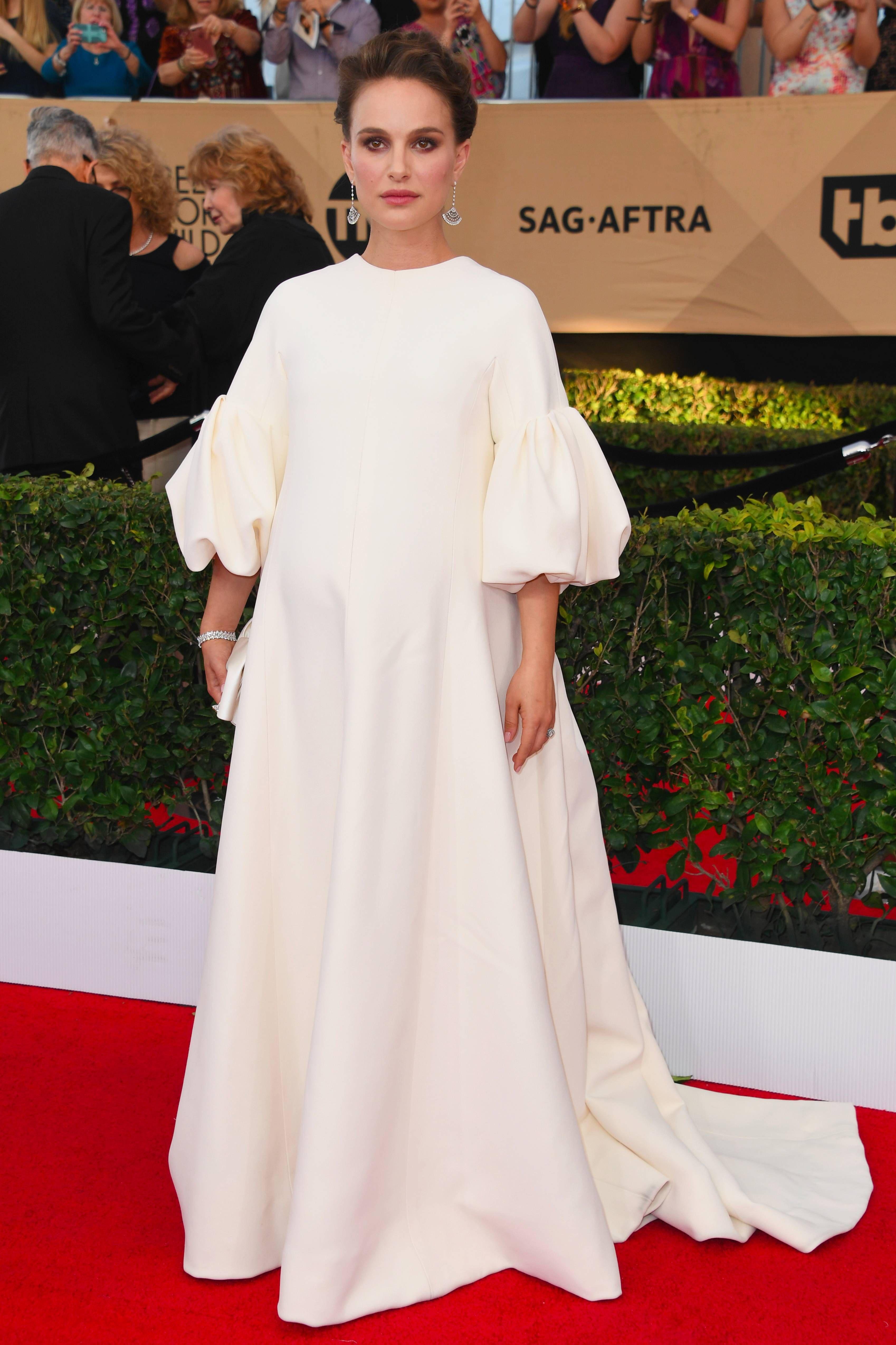 Natalie portmanus sag awards dress is the look youull be talking