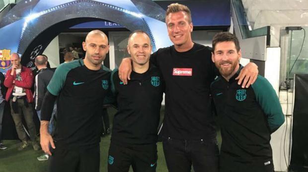 Maxi López, con Mascherano y Messi