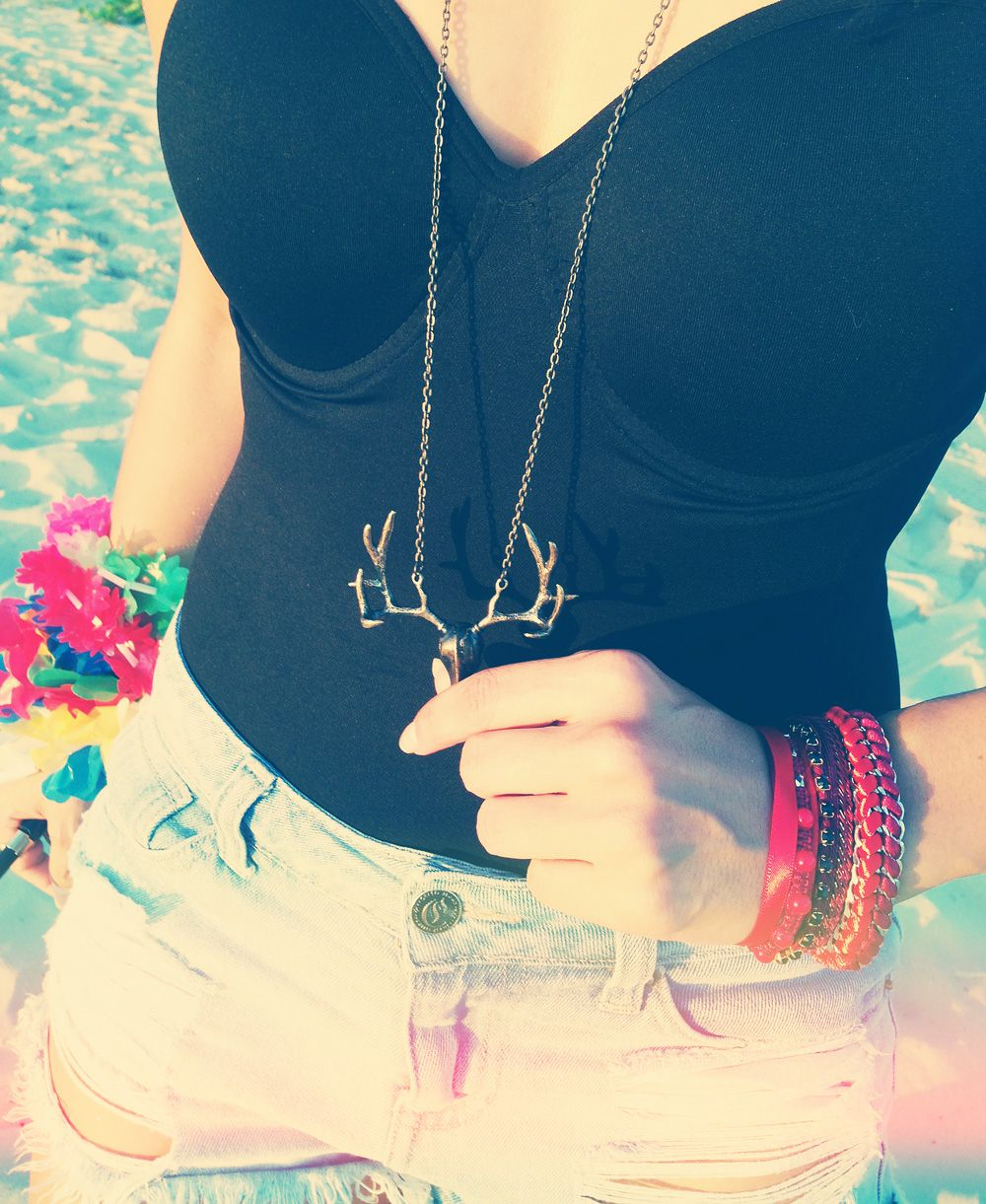 Ensaio de Carnaval Dalila em Fúria / Ideias de fantasia para o Carnaval 2015 - colar de alce e anéis dourados / Maxi earrings deer necklace and hipster golden rings