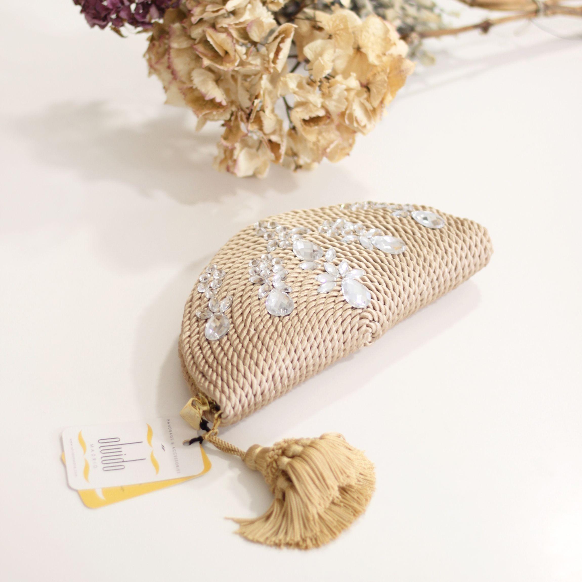 b87f224a9 Bolso abanico de fiesta hecho en cordón de seda | Modelo Carmen nude con  pedrería