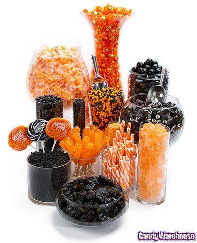 Mesa dulce de colores naranja y negro para fiesta de halloween