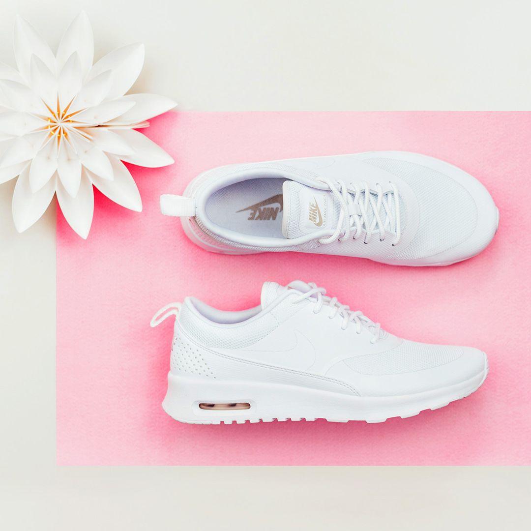 White Sneaker Love! </p>                     </div>                     <!--bof Product URL -->                                         <!--eof Product URL -->                     <!--bof Quantity Discounts table -->                                         <!--eof Quantity Discounts table -->                 </div>                             </div>         </div>     </div>              </form>  <div style=