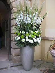 Resultado de imagen de arreglo de flores para boda iglesia