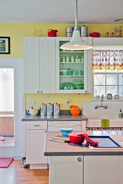 Sunny Retro Kitchen Contemporary Kitchen Interior Yellow Kitchen Walls Retro Kitchen