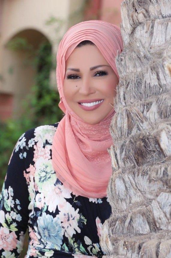 خديجة بن قنه صحافية و اعلامية مشهورة سعت الى القمة بطموحها و اتمنى ان يصلني طموحي الى القمة التي وصلت لها Fashion Hijab