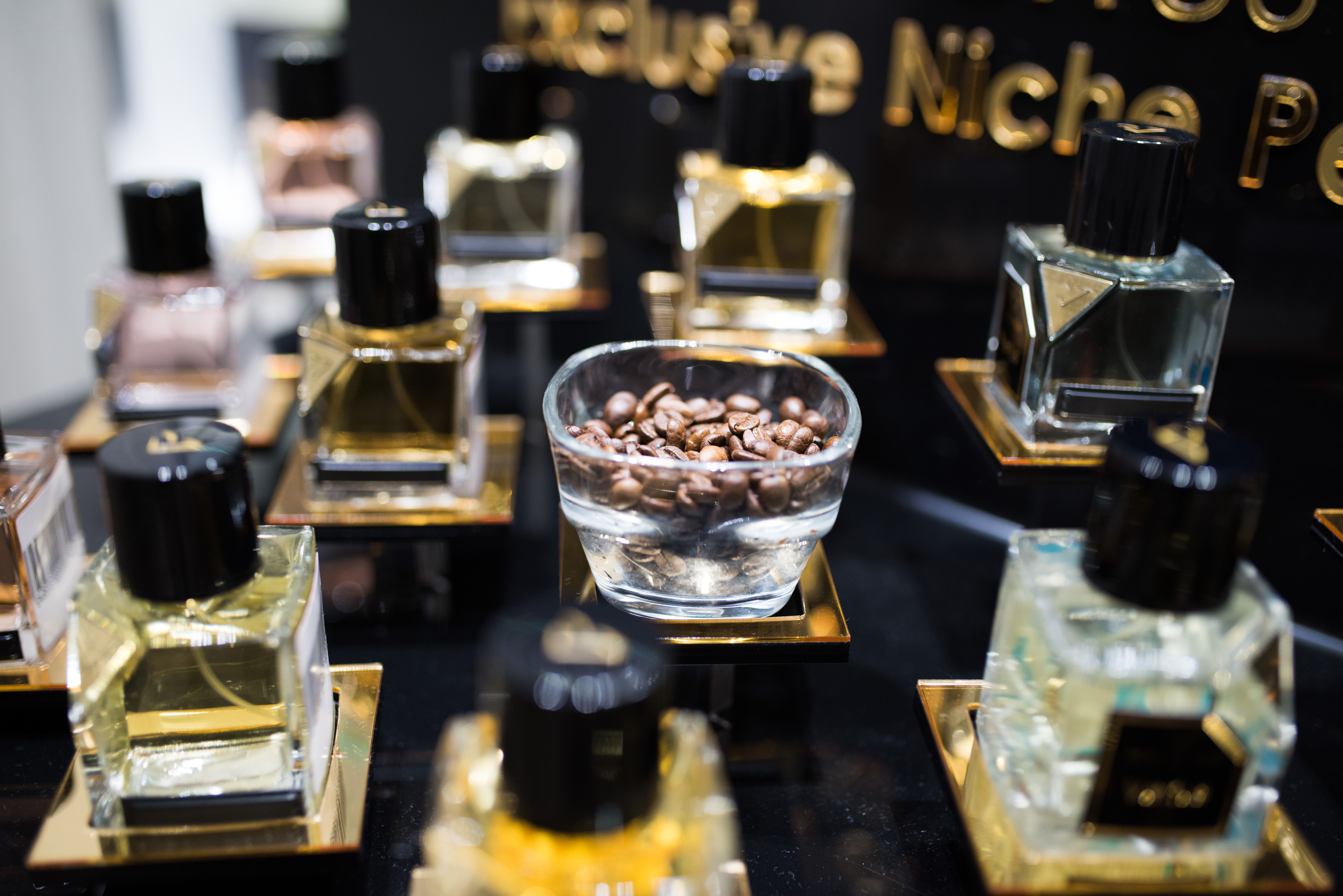 Vertus Eau De Parfum French Niche Fragrance In Cologne Vertus 1001 Boisetcuir Freshorient Monarch Narcosis Nightdose Ombre Orientalros Franzosisch Duft