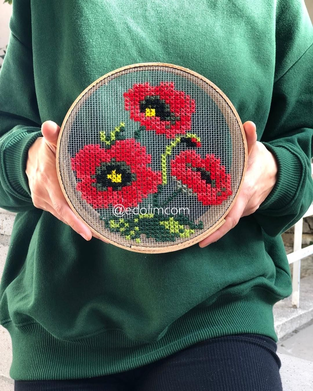 "edolim sur Instagram: ""bons marchés 🌺🍀 disponibles auprès de DM happ # happsunday #poppy #crossstitch #flowers #embroidery #embroideryart #embroider # embroiderydesign…""   – Kanaviçe"