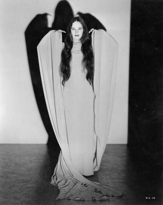 Carole Borland as Luna in Mark of the Vampire.