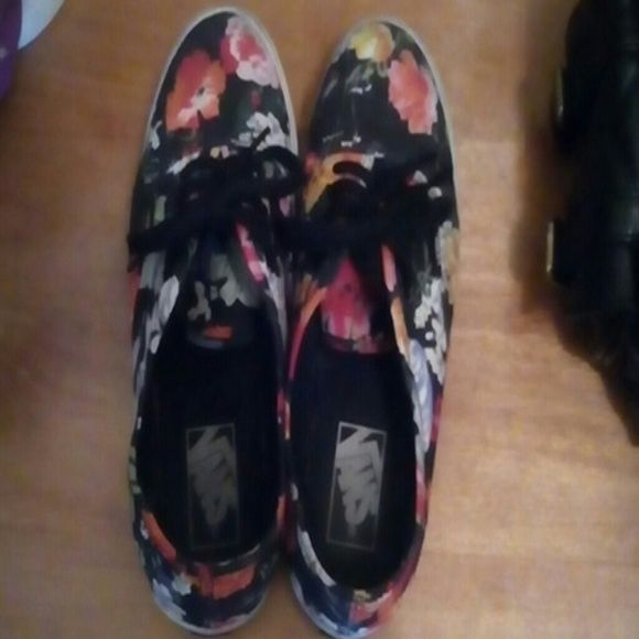 145afbeda7 Selling this Floral print Vans! in my Poshmark closet! My username is   liza313.  shopmycloset  poshmark  fashion  shopping  style  forsale  Vans   Shoes