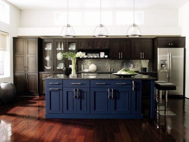 Wohnideen für die klassische Küche dunkel blau braun fronten - kuche blaue wande