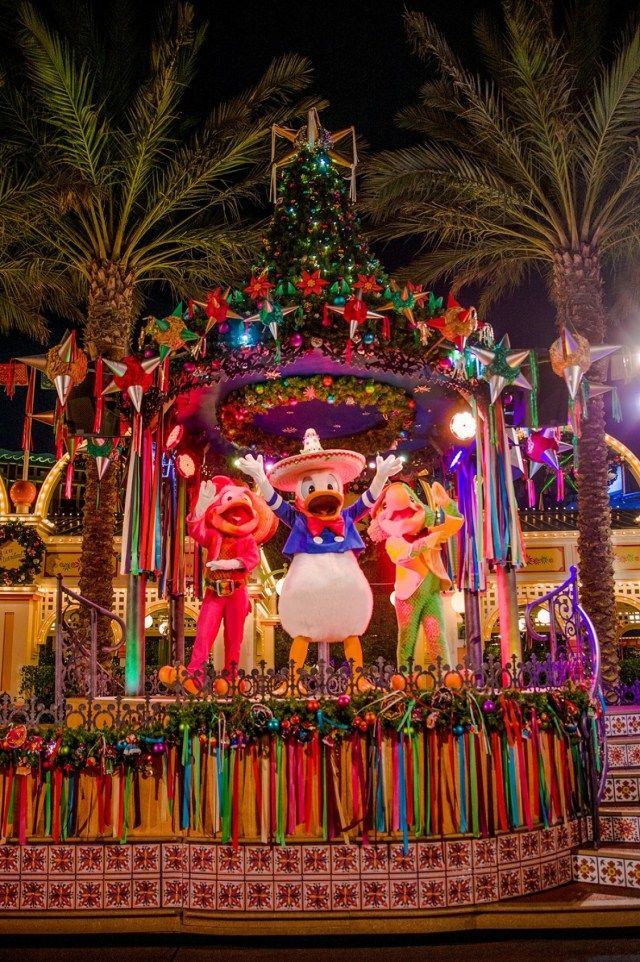 30 awesome disneyland christmas decorations - When Does Disneyland Take Down Christmas Decorations