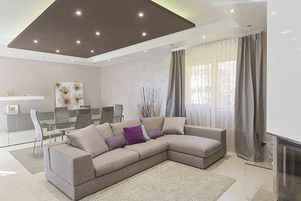 Villa moderna salone 590 394 idee per la for Immagini di controsoffitti in cartongesso per soggiorni