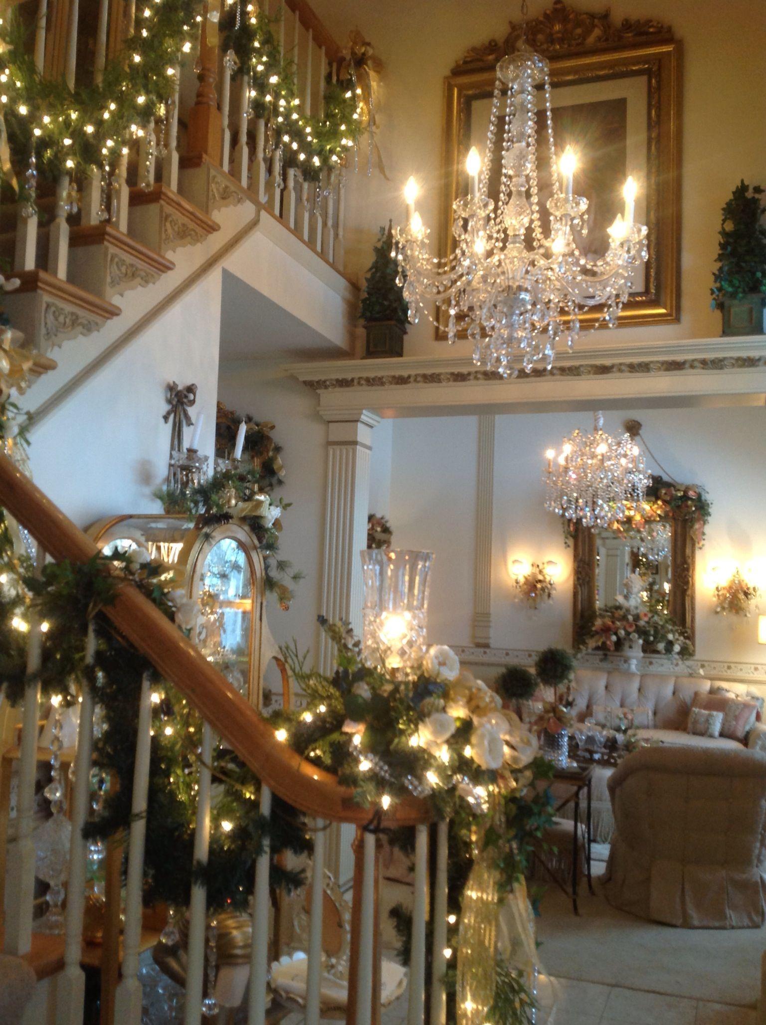 beautiful christmas decorations. Elegant Christmas Decor, White Christmas, Holidays, Merry Happy Victorian Houses, Beautiful Decorations K