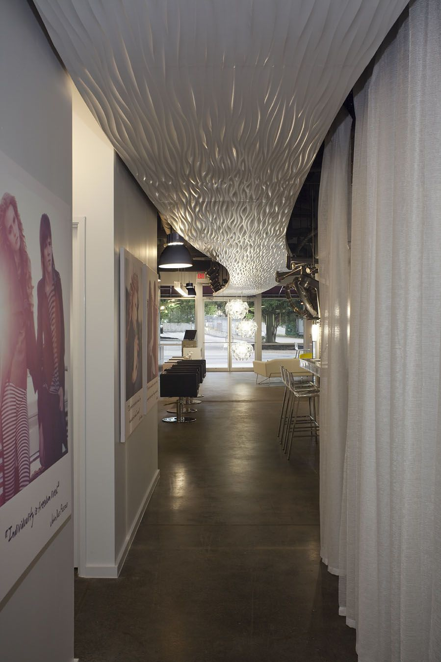Quedamos en la peluquería  Hair salon interior, Commercial