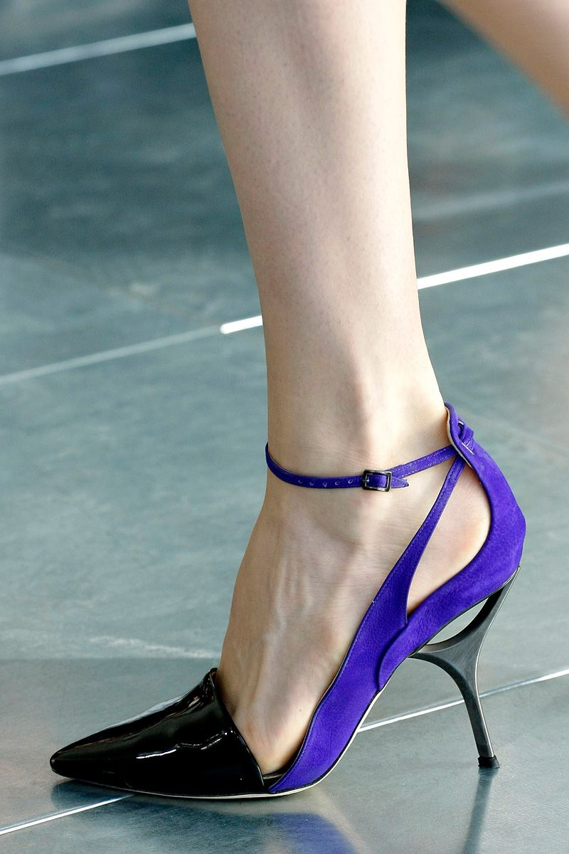 antonio berardi f/w 2013 - via: models-on-the-runway: - Imgend