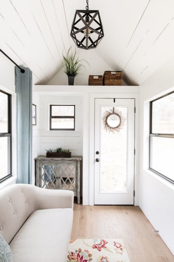 interview lindley tiny house by tiny life construction. Black Bedroom Furniture Sets. Home Design Ideas