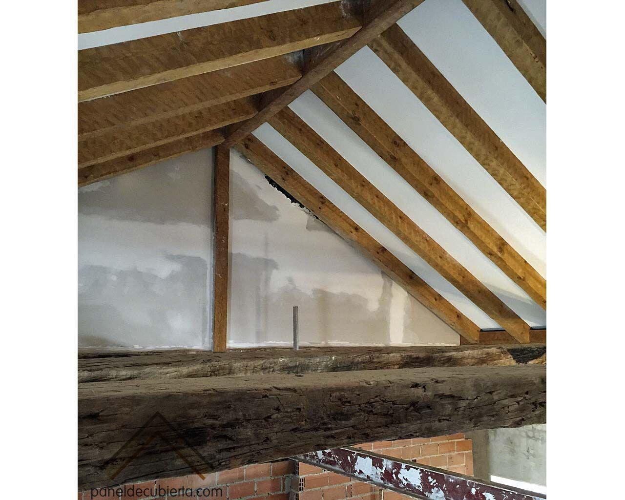 Colocaci n de panel de madera con n cleo aislante sobre for Aislante para tejados