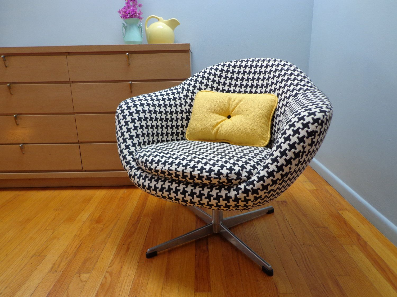 Mid Century Vintage Overman Pod Chair. $460.00, Via Etsy.