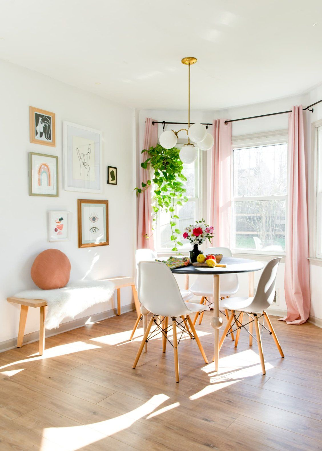Of Course This Georgia Home Has A Perfect Peach Dining Room In 2020 Home Georgia Homes Home Decor