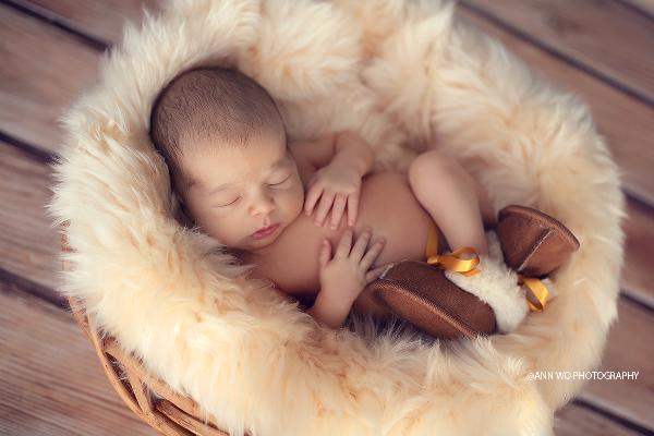 London Newborn Photographer Ann Wo Baby Boy Sleeping On Sheepskin Photographing Babies Cute Baby Boy Outfits