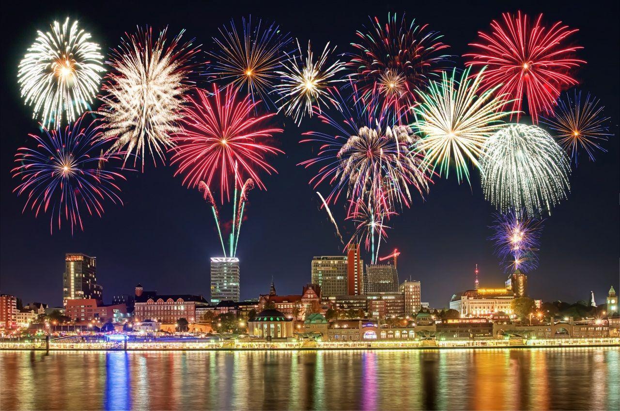 Fotos Bilder Feuerwerk Haus Feiertage Nacht Stadte Bilder 361783 Download Feuerwerk Hintergrund Bilder Neujahr Wallpaper Bilder