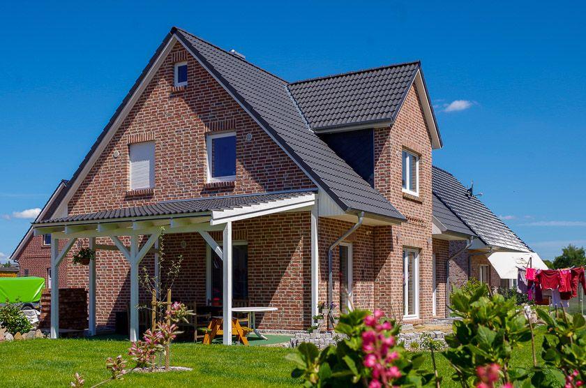 Einfamilienhaus Mit Giebel Und Uberdachter Terrasse Von Eco System
