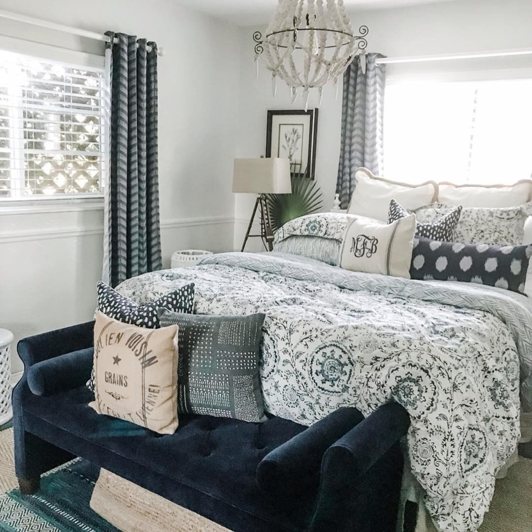 Bright And Bold Guest Bedroom: Isn't This The Sweetest Guest #bedroom Styled In Bright