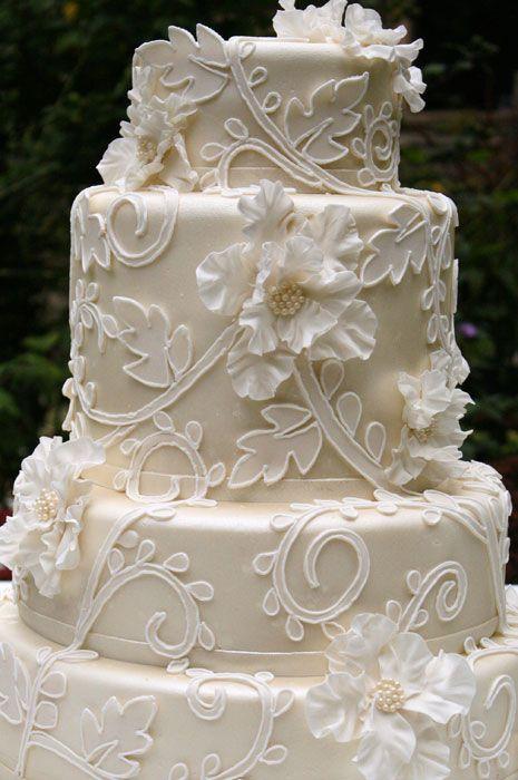 Beautiful wedding cake...from Bobbette & Belle's Custom Luxury Wedding Cakes