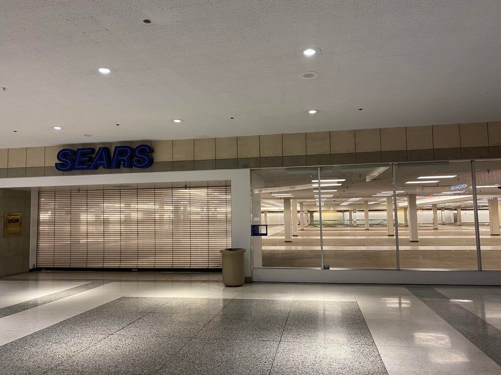 Abandoned Sears In A Mall Near Me Liminalspace Malls Near Me Sears Abandoned