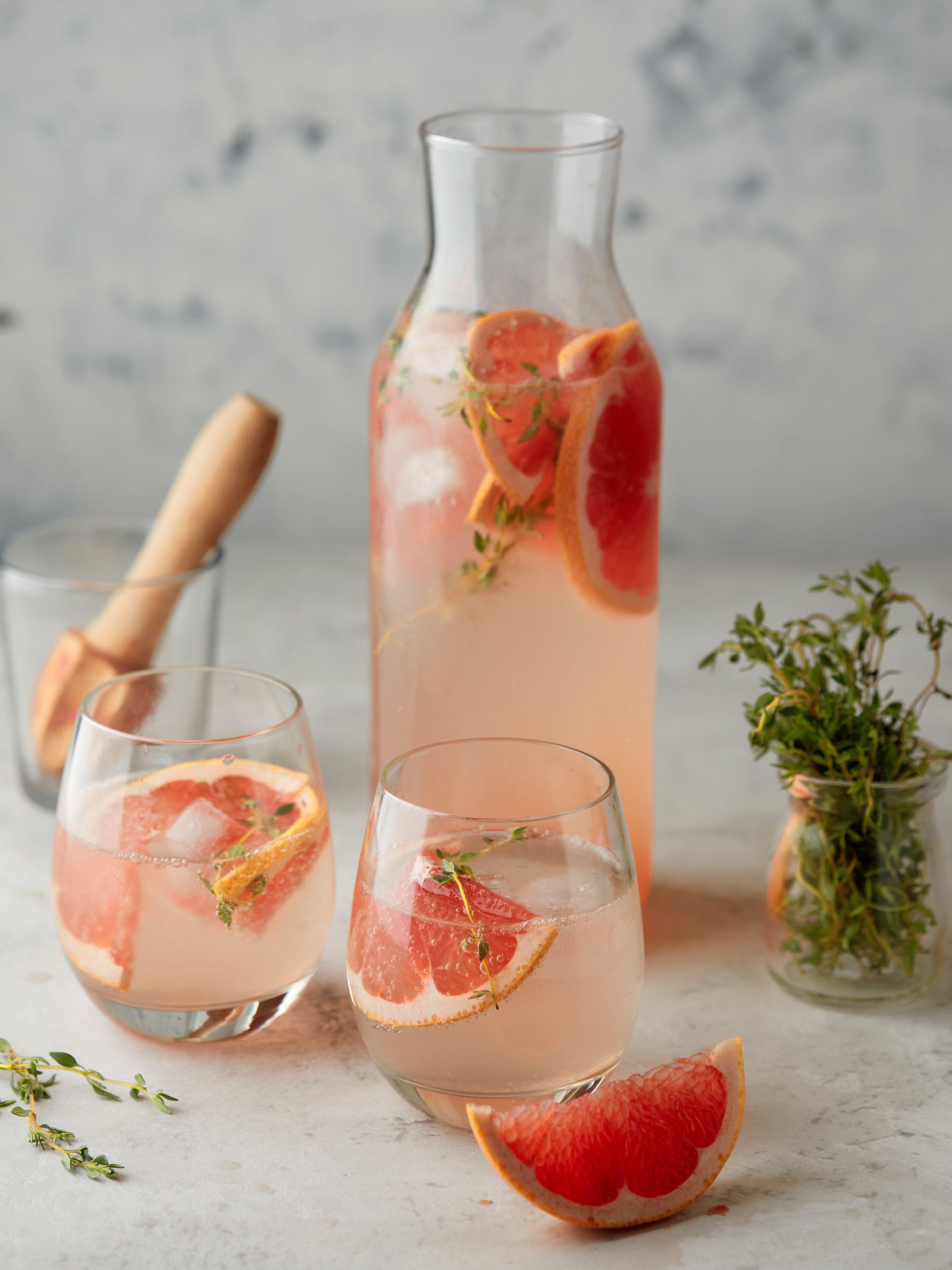 Grapefruit Thyme Infused Sparkling Water ماء غازي منسم بالبامبلموس والزعتر Grapefruits Grapefruit Uses Sparkling Water