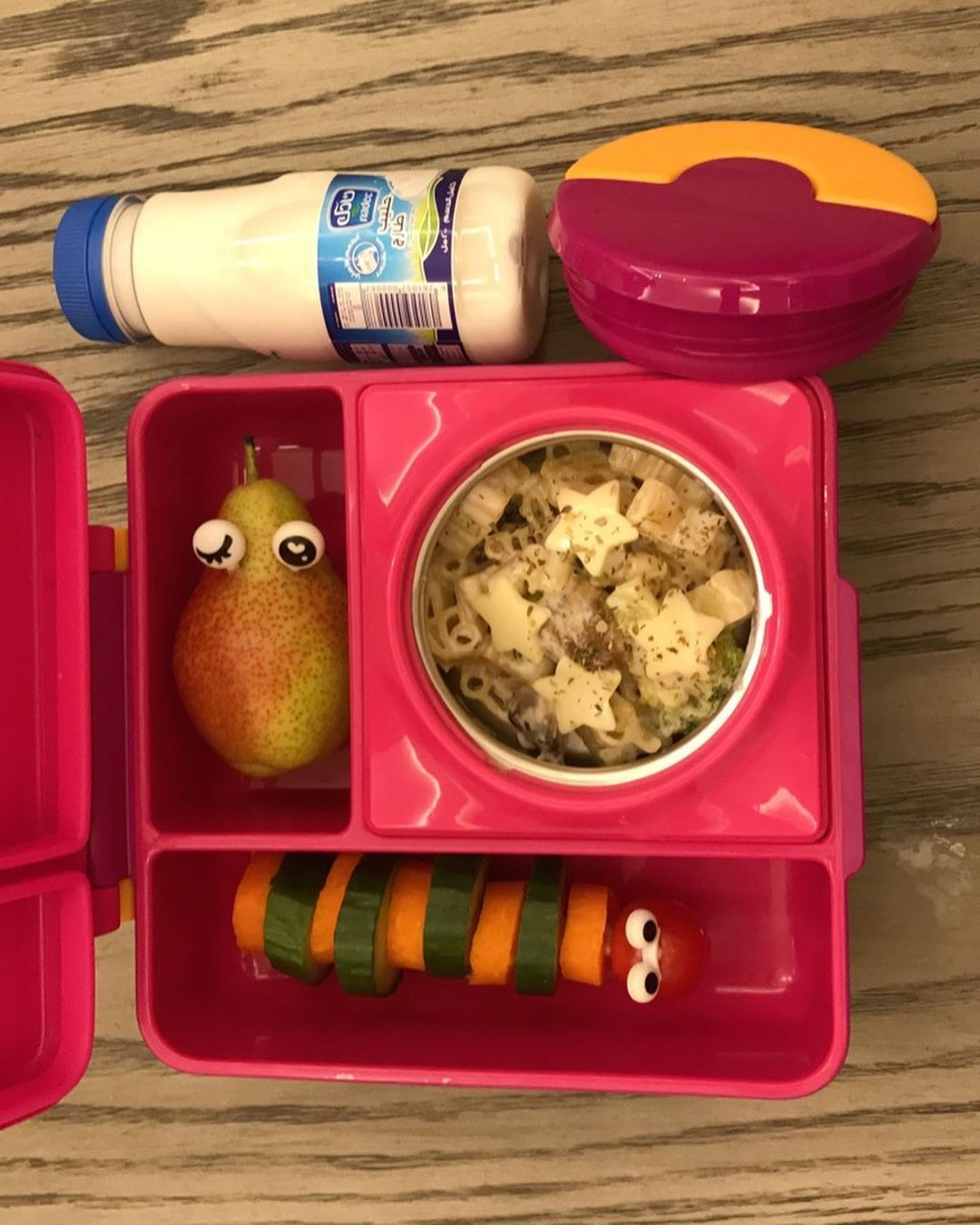 Lunch Box On Instagram صباح الخير فطورنا اليوم مكرونة بالفطر والبروكلي استخدمت مكرونة أشكال المرح من قودي حركوا الصور عشان ت Lunch Box Idea Lunch Box Lunch