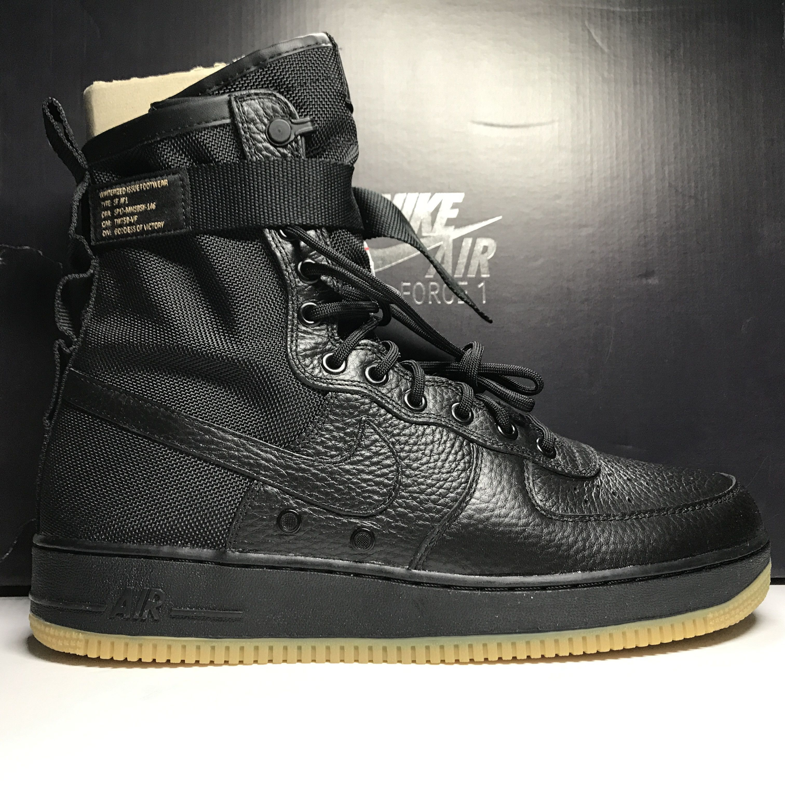 Nike Mens SF AF1 Mid Special Field Air Force One Black Gum Size 10.5 + Shoe Tree
