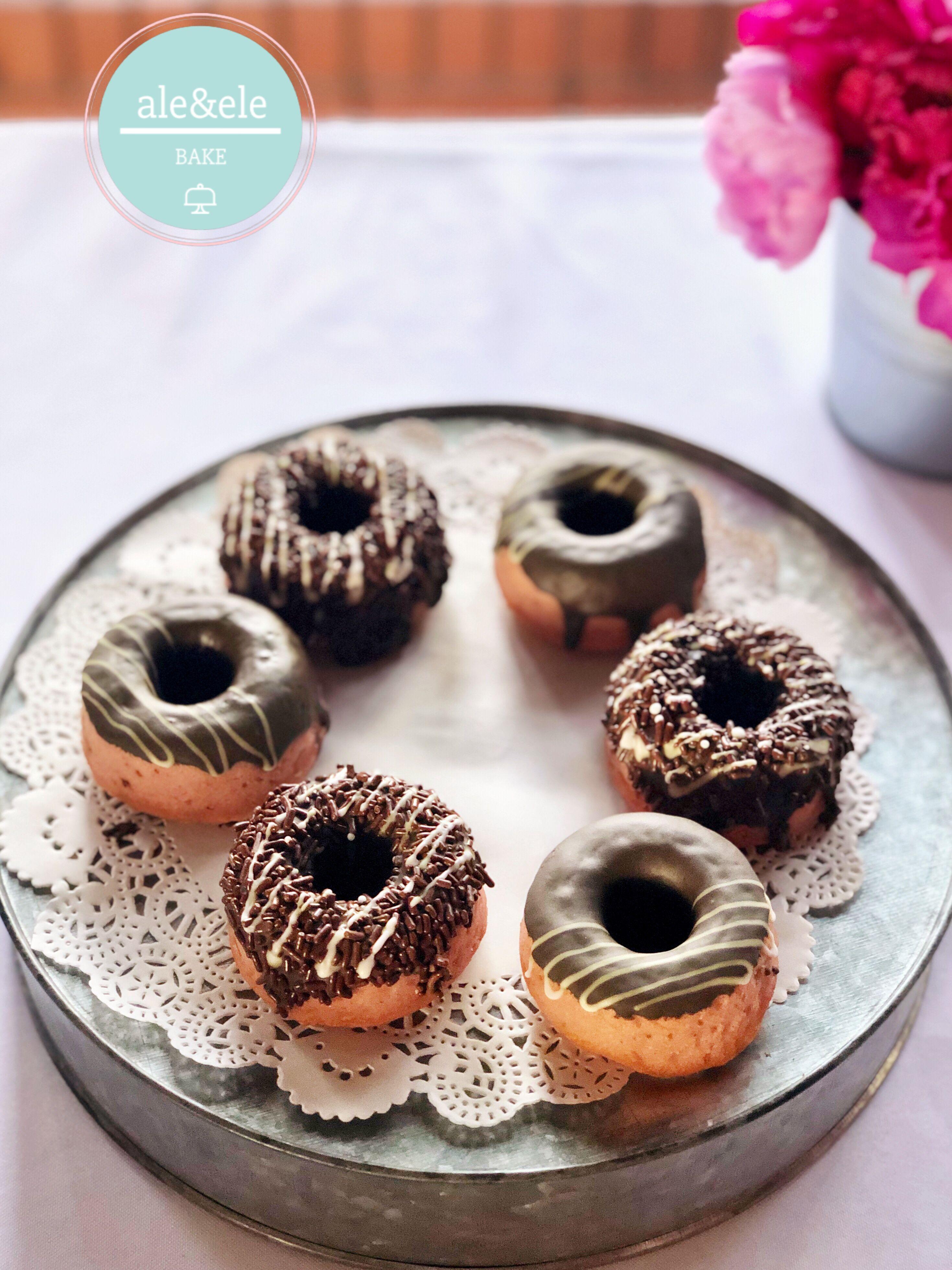 Donas Horneadas De Fresa Real Y Chocolate Chocolate Donuts