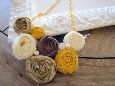 simple fabric rosettes made into a necklace...too cute!